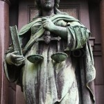 8199809-statue-to-lady-justice-proclaiming-equality-before-the-law